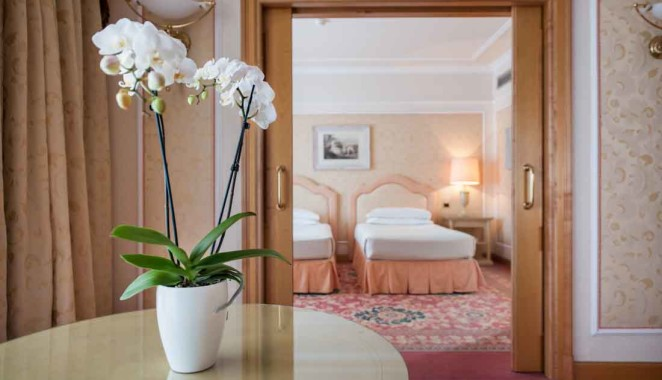 ROYAL_HOTEL